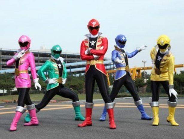 ゴーカイジャーの赤、青、黄、緑、桃の5色は、ゴレンジャーと同じ配色