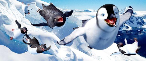 【写真を見る】変わり者の皇帝ペンギン、マンブルの大冒険を描く『ハッピー フィート』