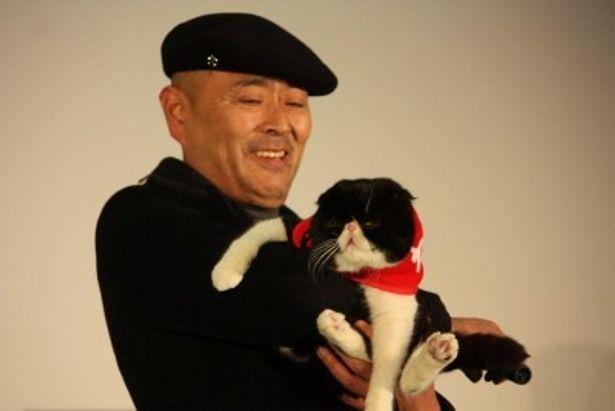 ネコたちとの共演が見事だった主人公・根本勲役の伊武雅刀
