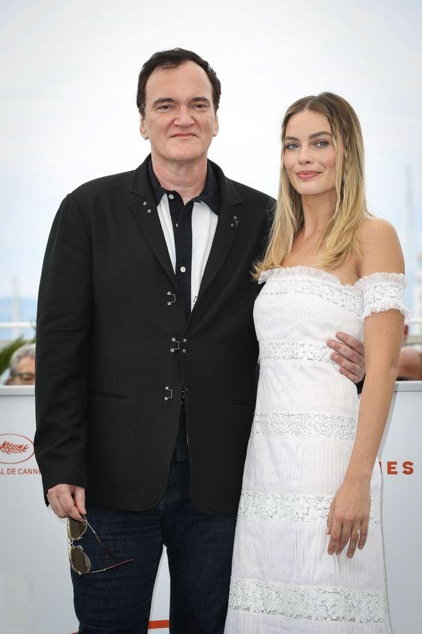 カンヌ映画祭ではオフショルダーのフェミニンなレースドレス