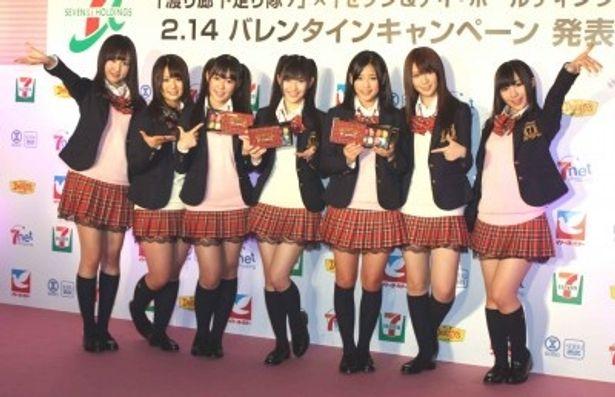 記者発表会に出席した小森美果、平嶋夏海、多田愛佳、渡辺麻友、仲川遥香、菊地あやか、岩佐美咲(写真左から)