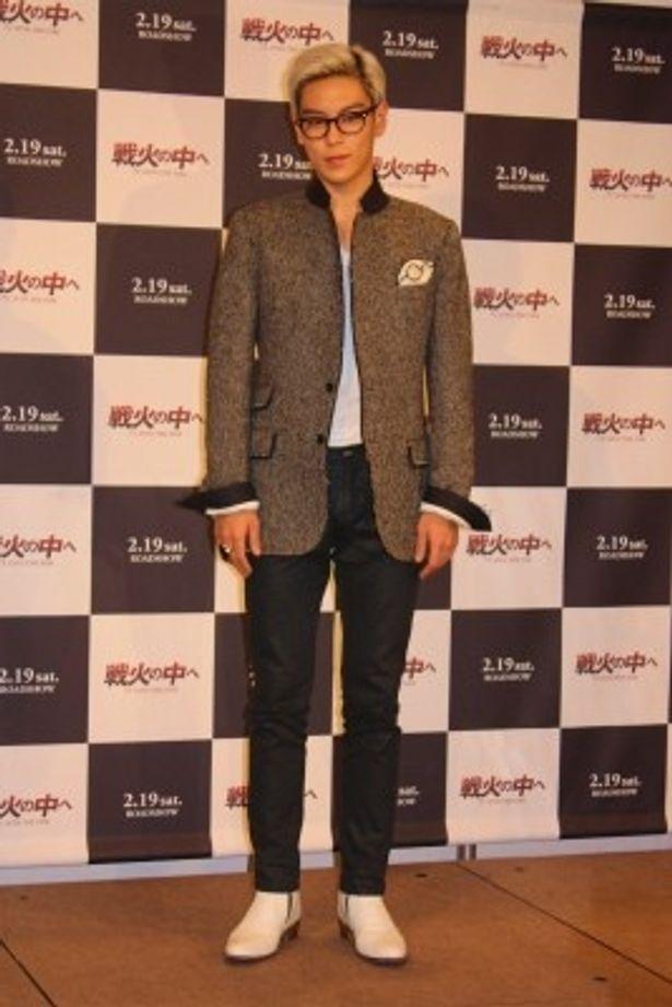【写真】小粋なジャケットに白い靴できめていたチェ・スンヒョン