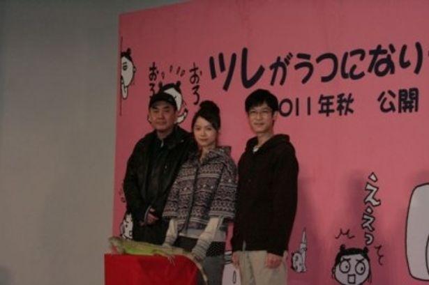 映画「ツレがうつになりまして。」の会見に登場した佐々部清監督、宮崎あおい、堺雅人(写真左から)