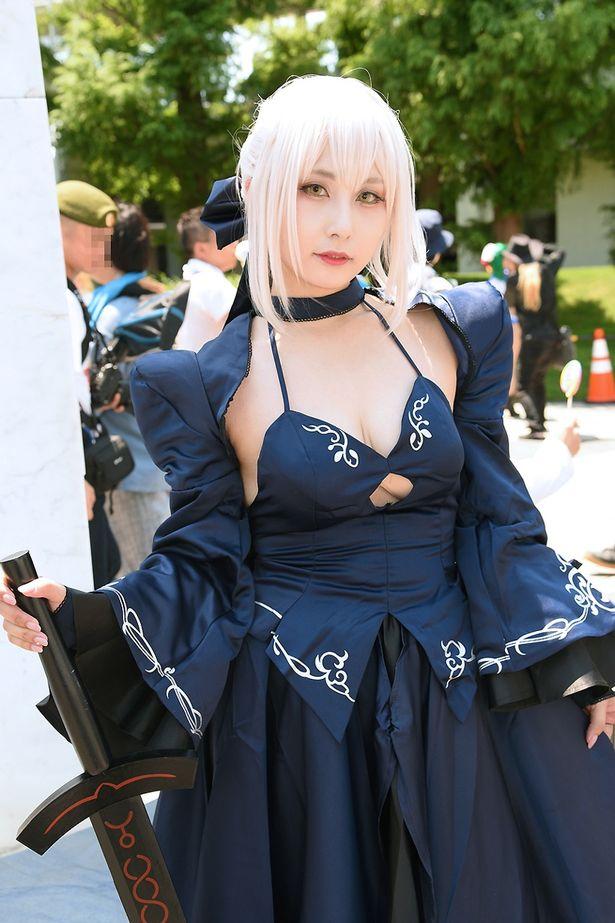 「Fate/Grand Order」のアルトリア・ペンドラゴン[オルタ]に扮する火狐礼斗さん