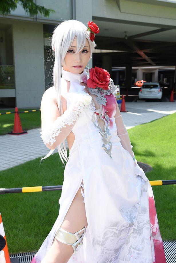 「シノアリス」のスノウホワイトに扮する璃都さん