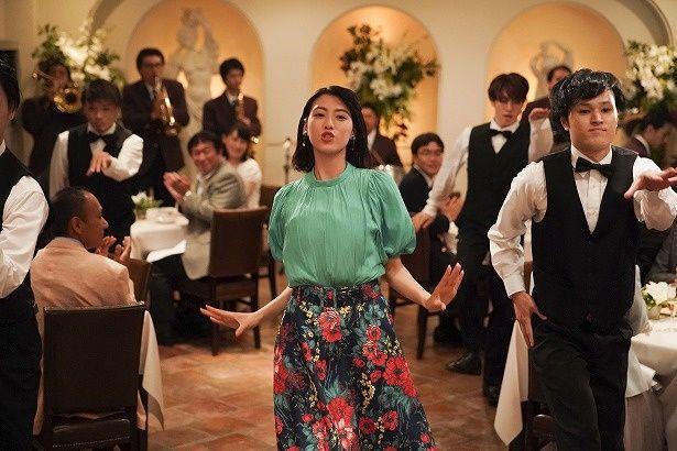 レストランでいきなり踊りだす静香