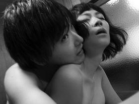 婚約者不在の5日間、欲望のまま身体をむさぼる男女…鮮烈な『火口のふたり』ポートレート<写真20点>