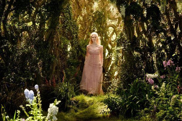 『マレフィセント2』からオーロラ姫の場面写真が到着!
