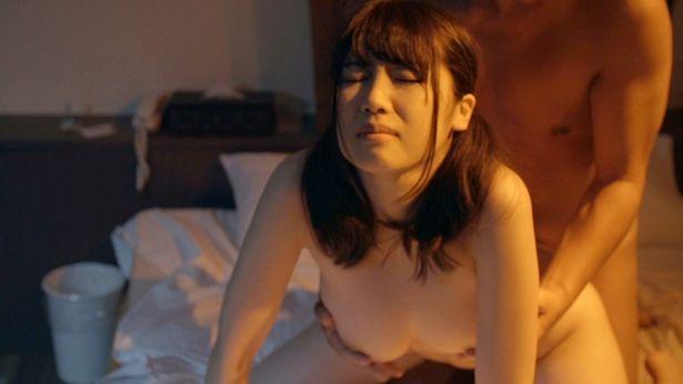 霧島さくらと佐倉絆が豪華共演を果たす『スナックあけみ』