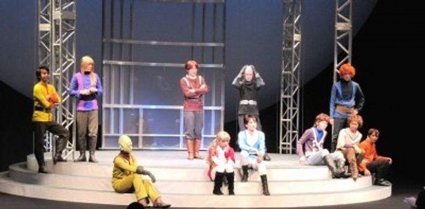 超未来を舞台に物語が繰り広げられる