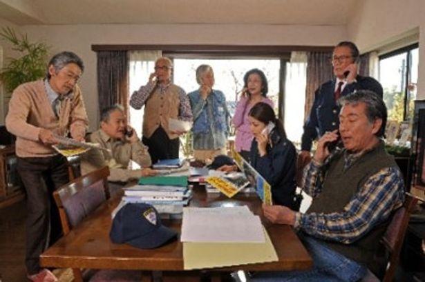 【写真】「ウルトラセブン」で知られる森次晃嗣は警察官役で登場(右から2人目)