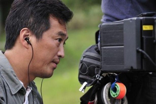 俳優であり、小説家として活躍する大鶴義丹は今作で映画監督に挑戦