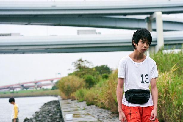 【写真を見る】鮮やかな衣装からプライベートな姿まで、YOSHIの着こなしをチェック!<画像15点>