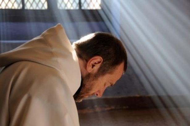 アルジェリアで起きたフランス人修道士の誘拐事件を描く本作