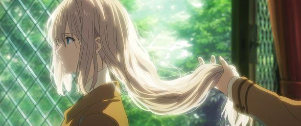 【写真を見る】目に映るすべての光景が美しい。京アニの魅力が詰まった「ヴァイオレット・エヴァーガーデン」