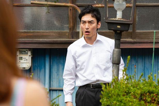 草なぎ剛が『台風家族』で潔いクズ演技を披露!