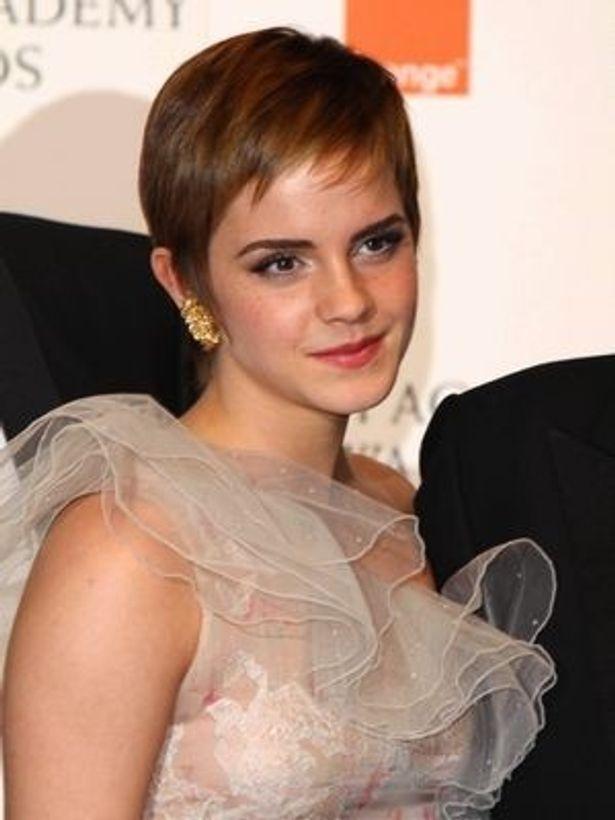 ファッション関係者には特に好評のエマ・ワトソンのショートヘアだが