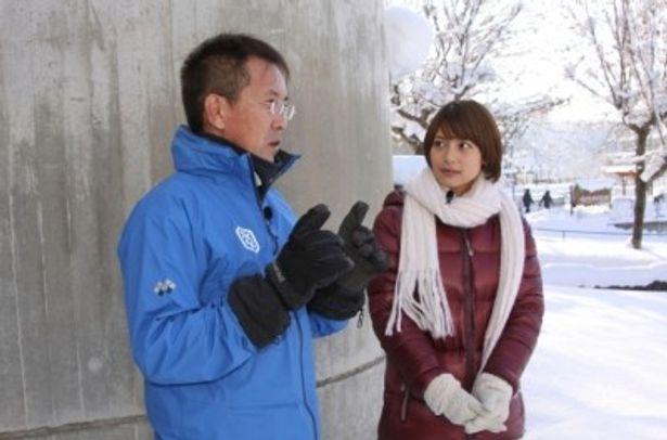 坂東元園長の話を聞く相武紗季