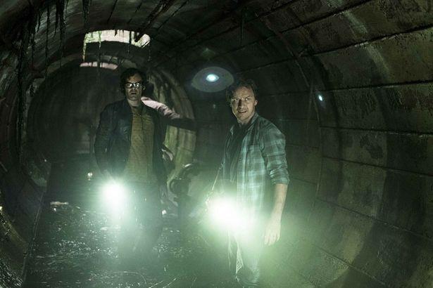 """大人になった主人公ビルをジェームズ・マカヴォイが演じる(『IT/イット THE END """"それ""""が見えたら、終わり。』)"""