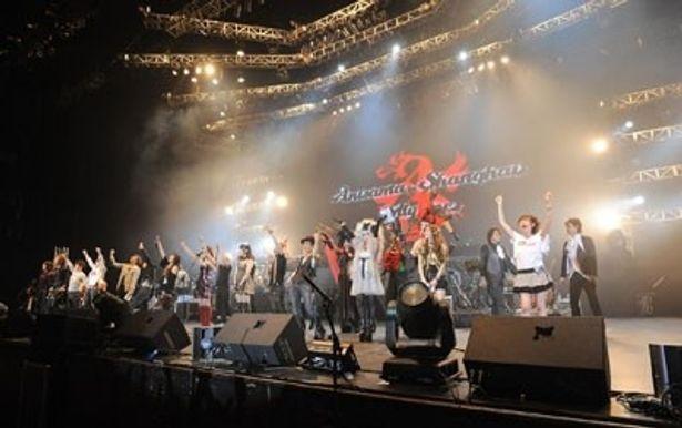 中国の上海大舞台で開催された「アニサマ in 上海」。日本を代表するアニソンアーティストが上海で8000人のファンを前に熱唱