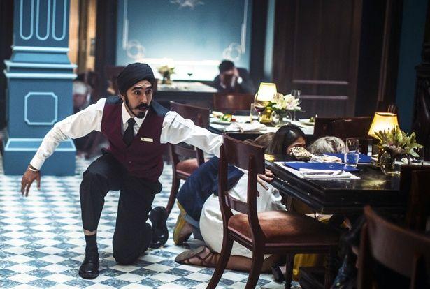 テロリストの容赦ない攻撃…凄惨な事件でもお客を守る一流ホテルマンたち(『ホテル・ムンバイ』)