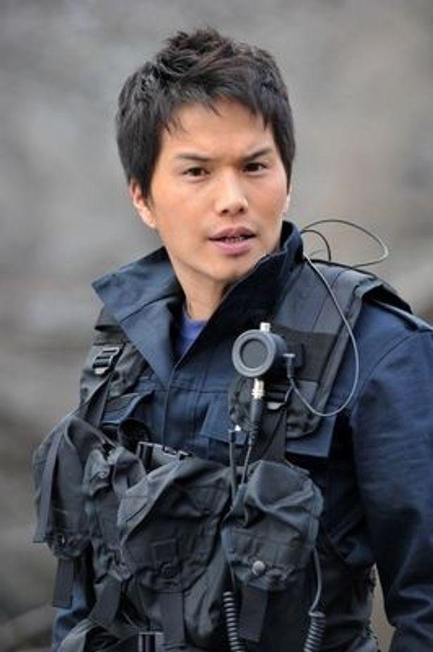 市原隼人が挑戦するのはハンドラーと呼ばれる警備犬の訓練士でもある警察官