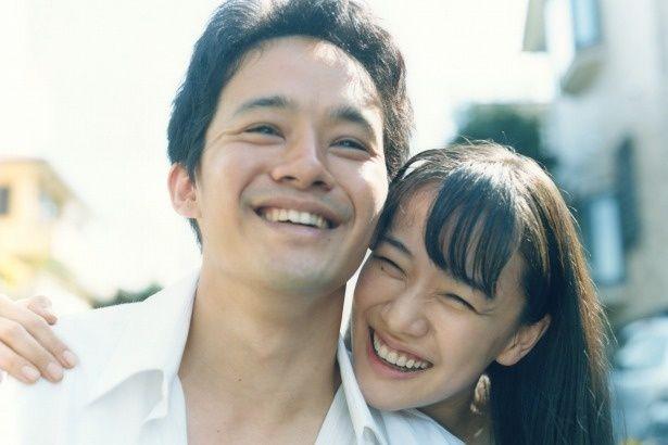 晴れて恋人となった宮本と中野靖子(蒼井優)