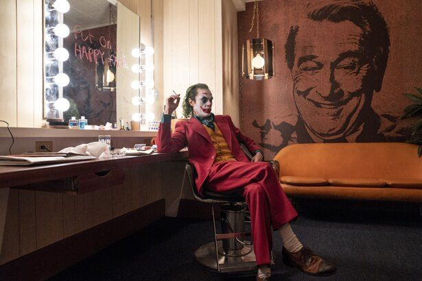 """【写真を見る】DCコミック映画で初めて""""R15+指定""""になったことでも話題の『ジョーカー』"""