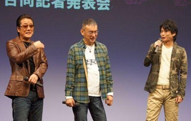 記者発表会には萩原聖人、白竜のふたりのほか、原作者の福本伸行(中央)も登場