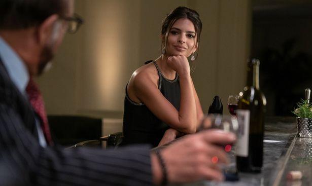美貌を生かし詐欺師として生活する美女エリスを演じている