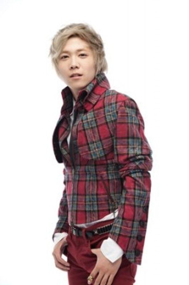 FTISLANDではボーカルだが、「美男<イケメン>ですね」ではドラマー役に挑戦したイ・ホンギ