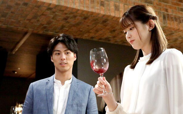 紫野(松村)は初めて参加したワイン会で織田一志(小野塚勇人)と出会い心惹かれる