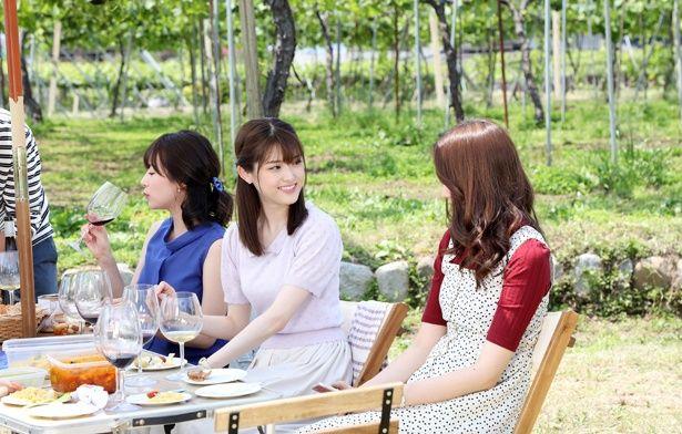 """""""ワイン会""""に参加し始めるOL・紫野を演じた松村沙友理"""