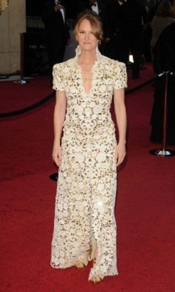 ゴージャスなデザインはまるでステンドグラス!助演女優賞を受賞したメリッサ・レオ