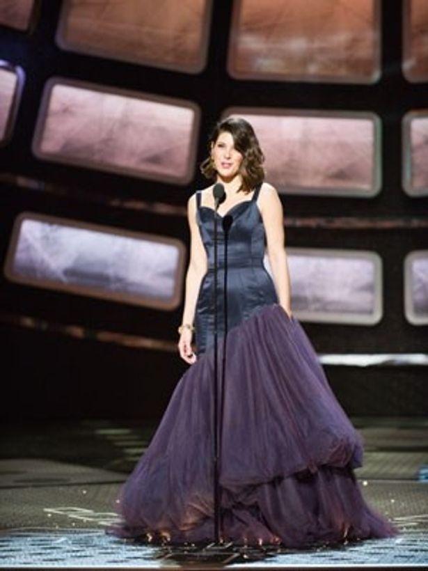 黒いドレスでプレゼンターを務めたマリサ・トメイは46歳!