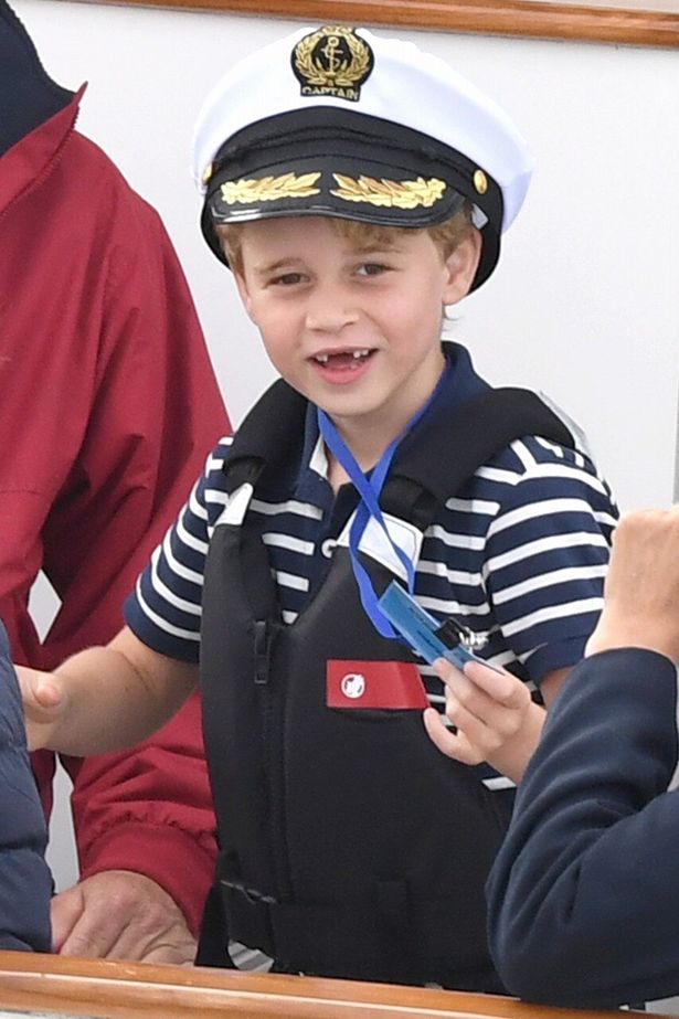 成長期のジョージ王子は永久歯が生えている途中