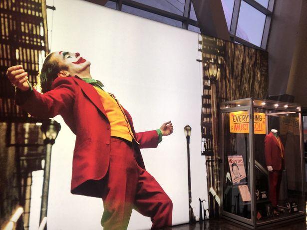 全世界大ヒットの『ジョーカー』LAフィルム上映館は大混雑