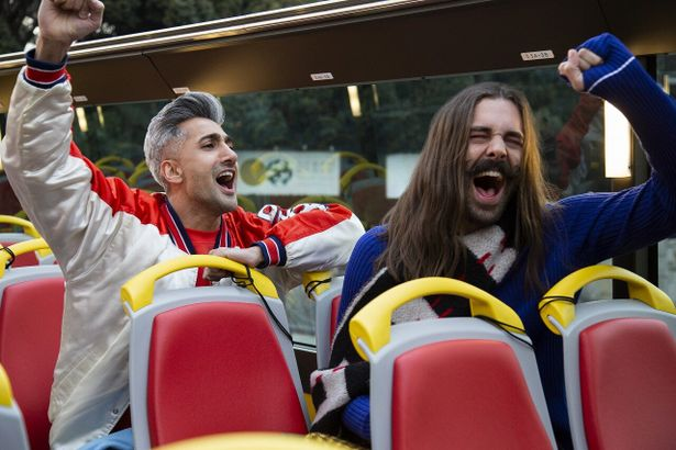 はとバスで大はしゃぎのタンとジョナサン