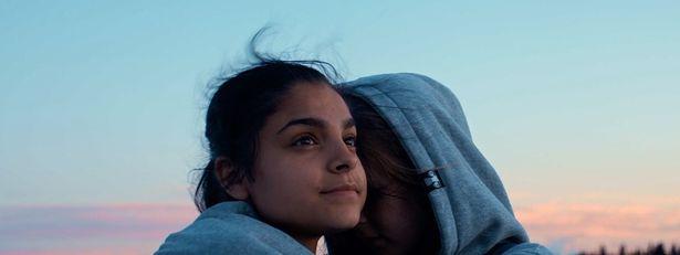 スウェーデン人とロマの少女2人の友情劇『約束の地のかなた』
