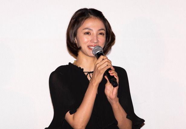 吉永演じる幸枝の娘・美春と、若き日の幸枝の2役を演じた満島ひかり