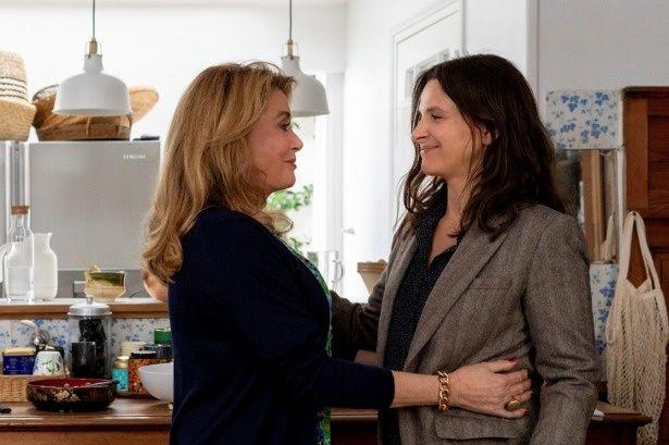 国民的大女優ファビエンヌ(カトリーヌ・ドヌーヴ)とアメリカで脚本家として活躍する娘のリュミール(ジュリエット・ビノシュ)
