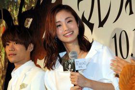 上戸彩、小野賢章とのプロポーズシーンにうっとり!第2子男児出産後、初の公の場