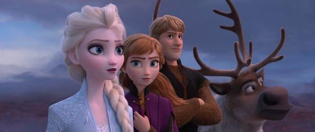 お姫様気分を味わえるドレス姿はいかがだろうか(『アナと雪の女王2』)
