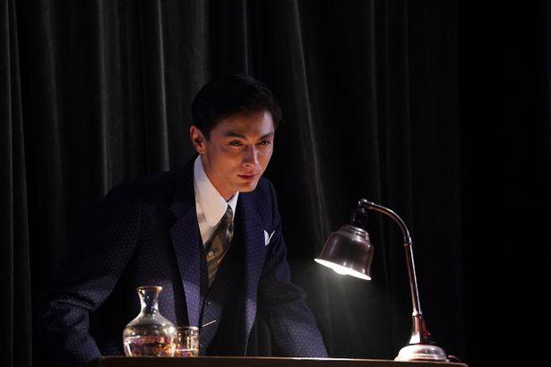 活動弁士は十人十色。高良健吾がスター気取りの活動弁士を演じる