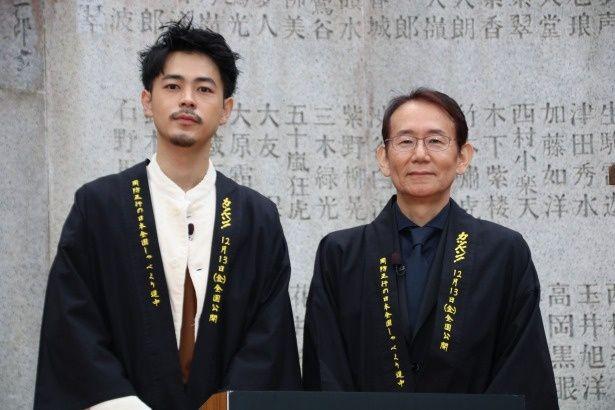 『カツベン!』の周防正行監督と主演の成田凌