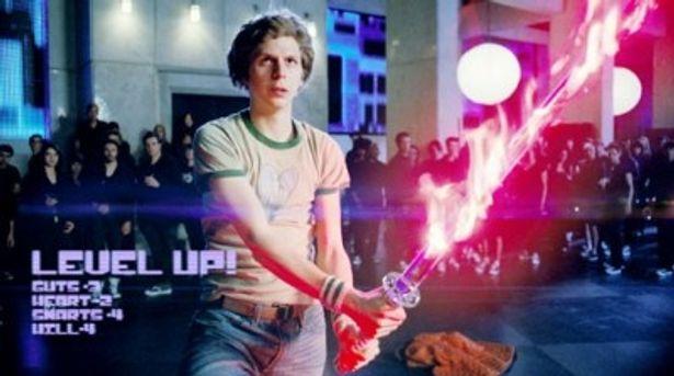 【写真】炎(?)をまとった剣を携える主人公のスコット・ピルグリム