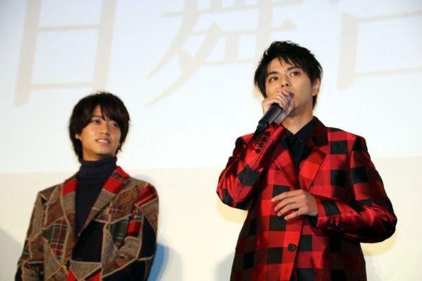 『ブラック校則』の初日舞台挨拶に登壇した佐藤勝利と高橋海⼈
