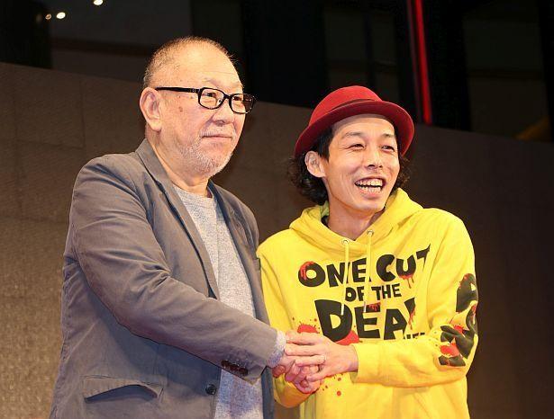 第32回東京国際映画祭のイベントに登壇した崔洋一監督と上田慎一郎監督(左から)
