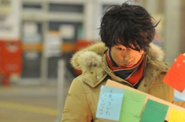 主演の森山未來と佐藤江梨子は実際に阪神・淡路大震災を体験しており、そのリアルな演技が胸を打つ
