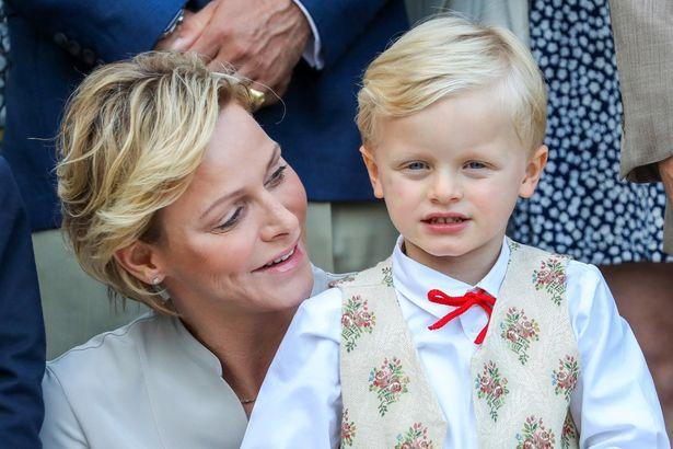 シャルレーヌ公妃がインスタに投稿した子どもたちの写真が可愛すぎると話題に